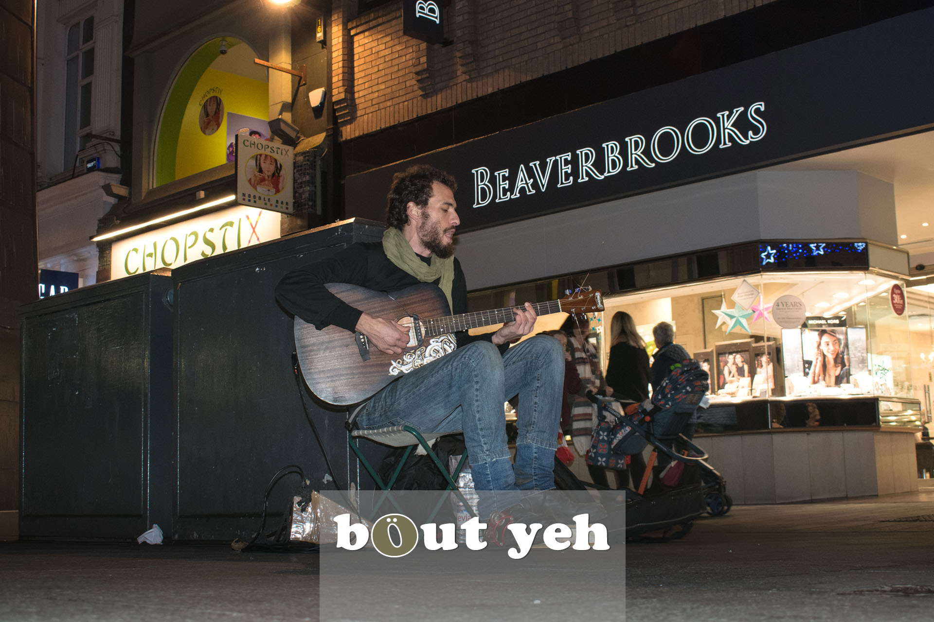 Australian busker playing guitar in Donegal Place, Belfast - bout yeh photographers Belfast photo 3392.