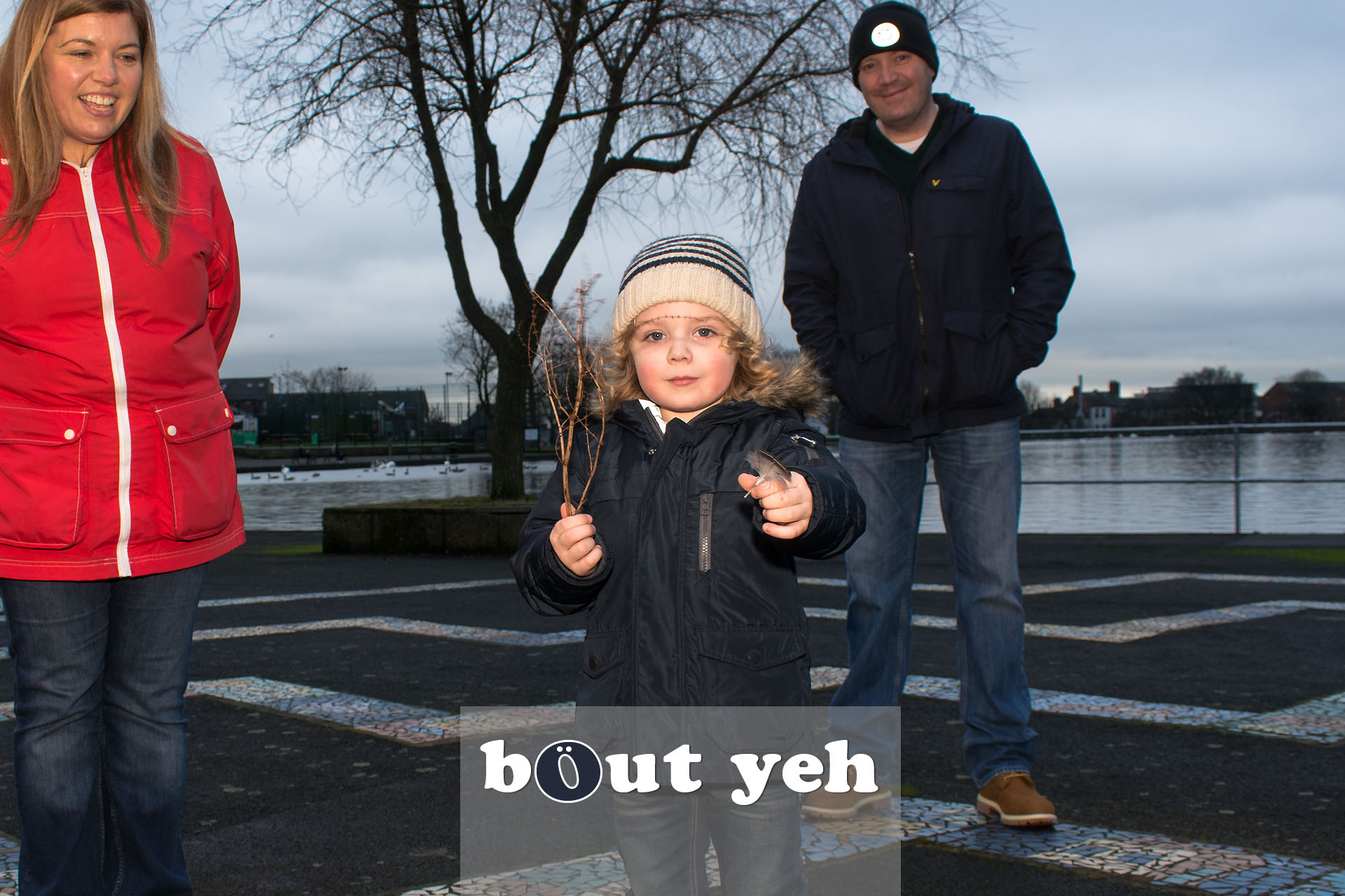 Young boy with parents, Waterworks, Belfast, Northern Ireland - bout yeh photographers Belfast photo 3957.