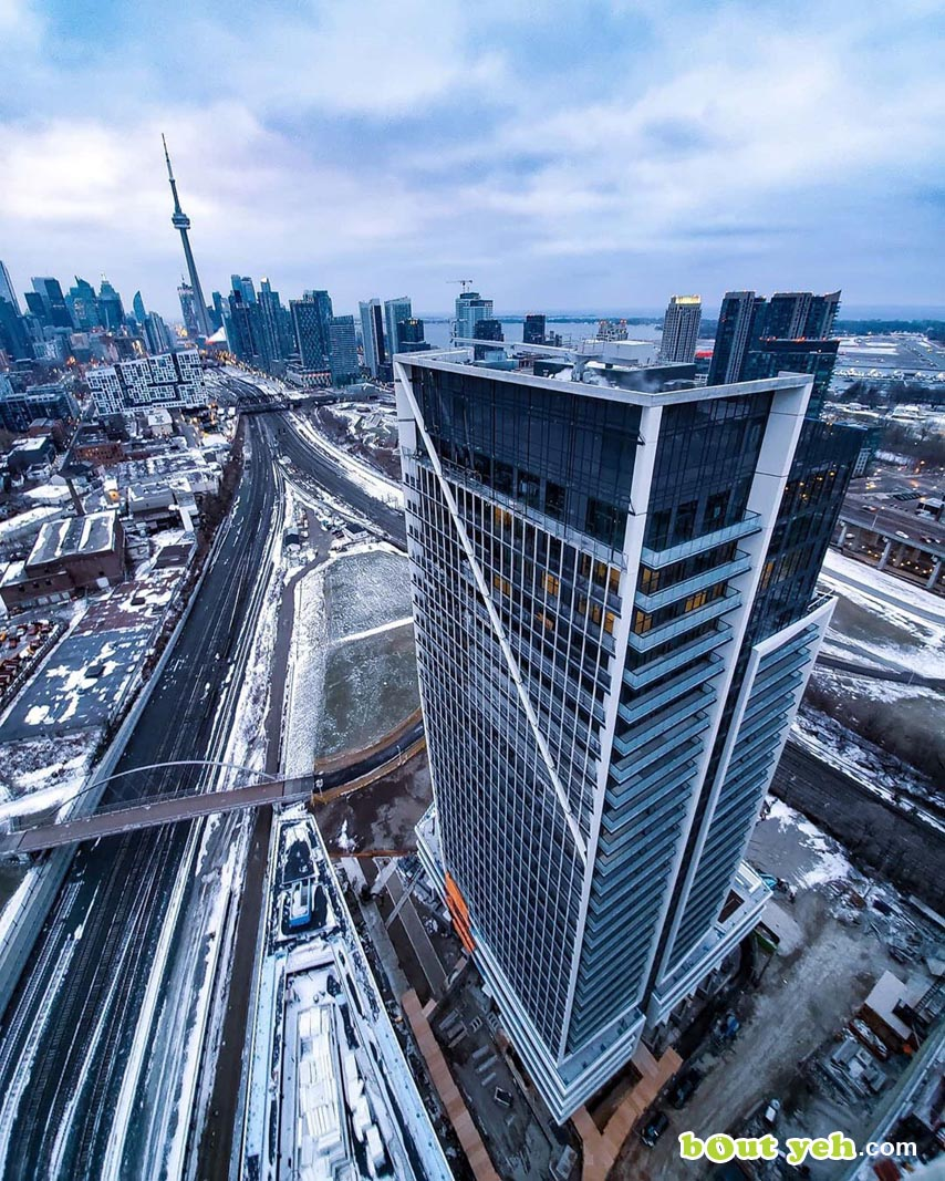 Photograph of newly completed skyscraper in Toronto by Robert McLaughlin - photo 5894