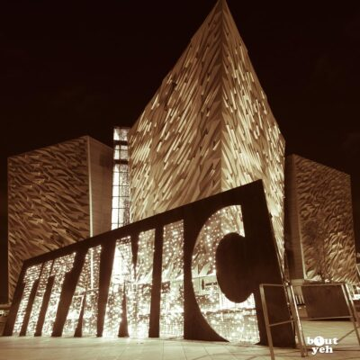 Photograph of Titanic Belfast at night by Bout Yeh photographers Belfast, Northern Ireland - duotoned photo 2742