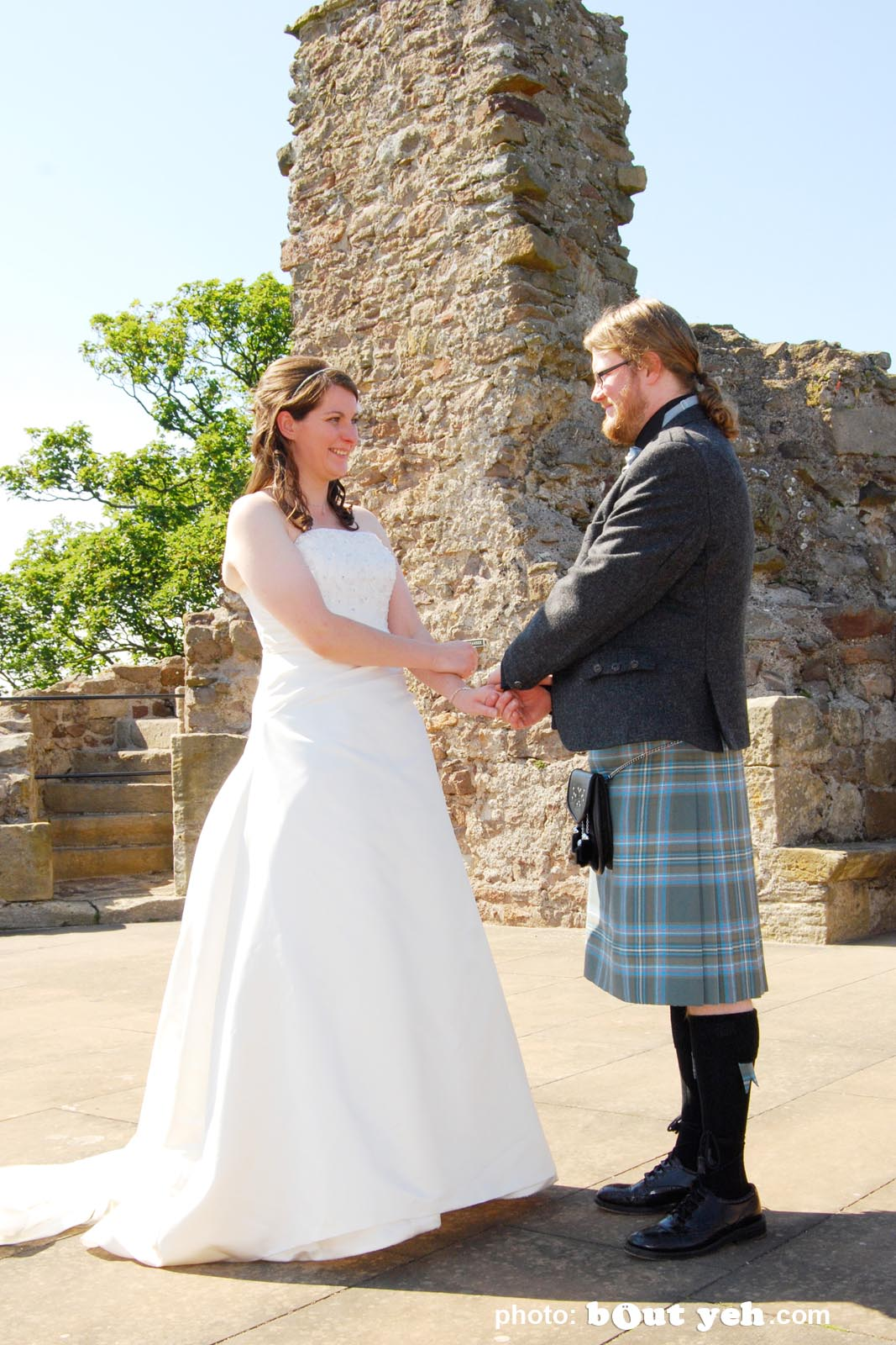 Davy and Niamh's wedding photographed by Bout Yeh wedding photographers and video services Belfast and Northern Ireland. Photo 2077